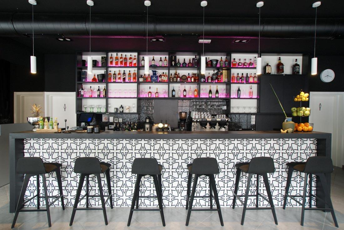 Cafe Bar Look